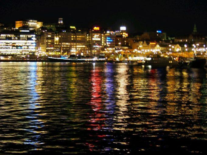 湖上の夜景