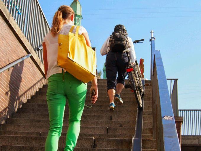 階段にレール