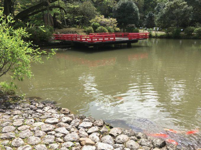 池と浮舞台
