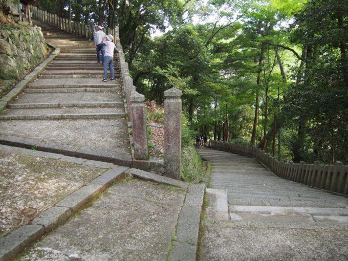 八幡神社・折れ階段