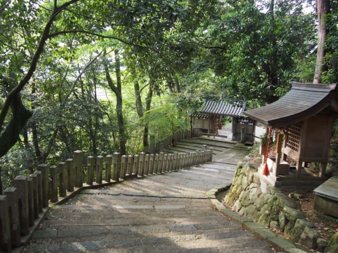八幡神社・下り階段