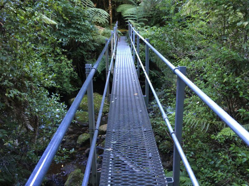 Shine Falls橋